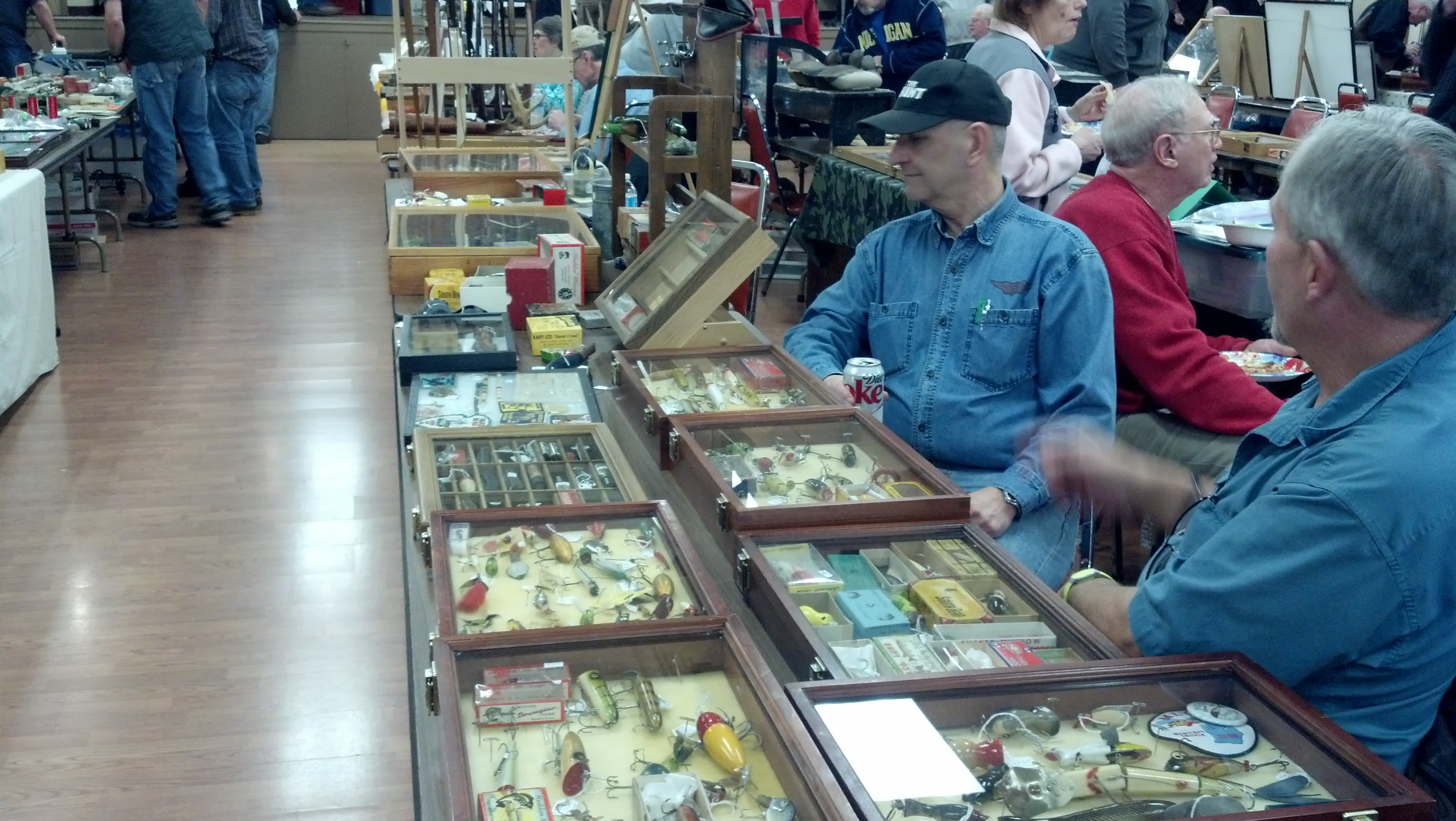 Michigan hunting fishing collectors club annual spring for Hunting and fishing show