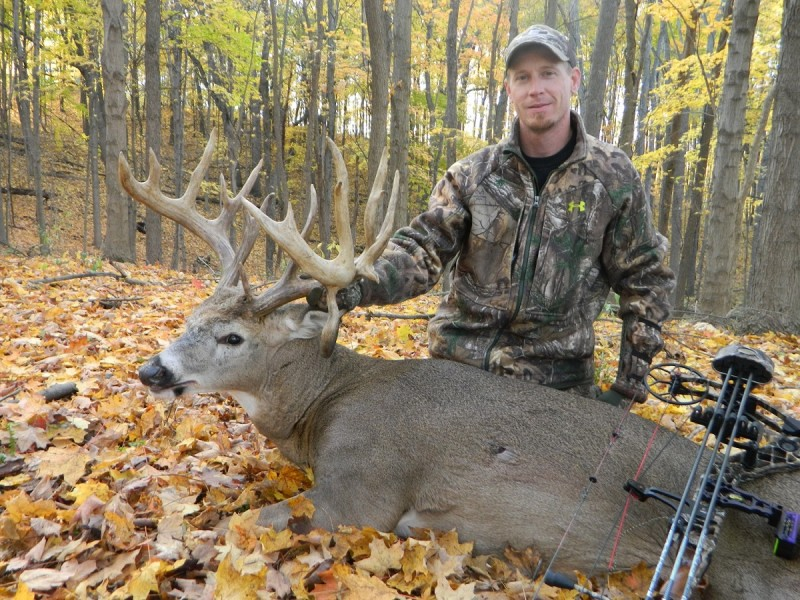 outdoorhub-october-brings-big-bucks-michigan-bowhunters-2014-10-28_19-04-31-800x600 (1)